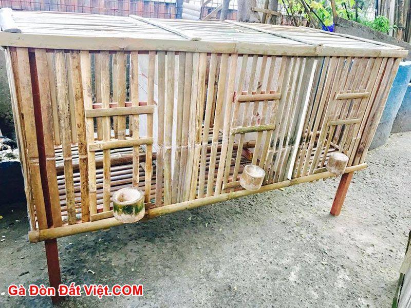 Cách làm chuồng gà bằng tre được làm thủ công.