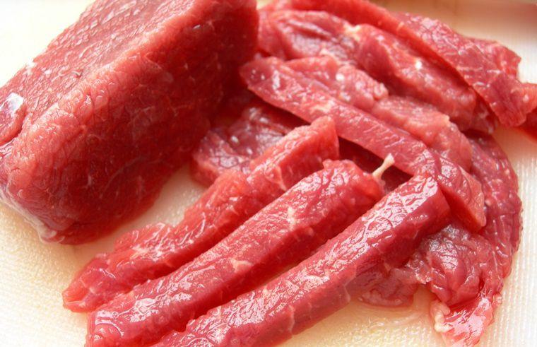 Những loại thức ăn khó tiêu nên loại bỏ trước khi cho gà đi đá.